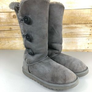 Gray UGG Bailey Button Triplet Boots Sz 9